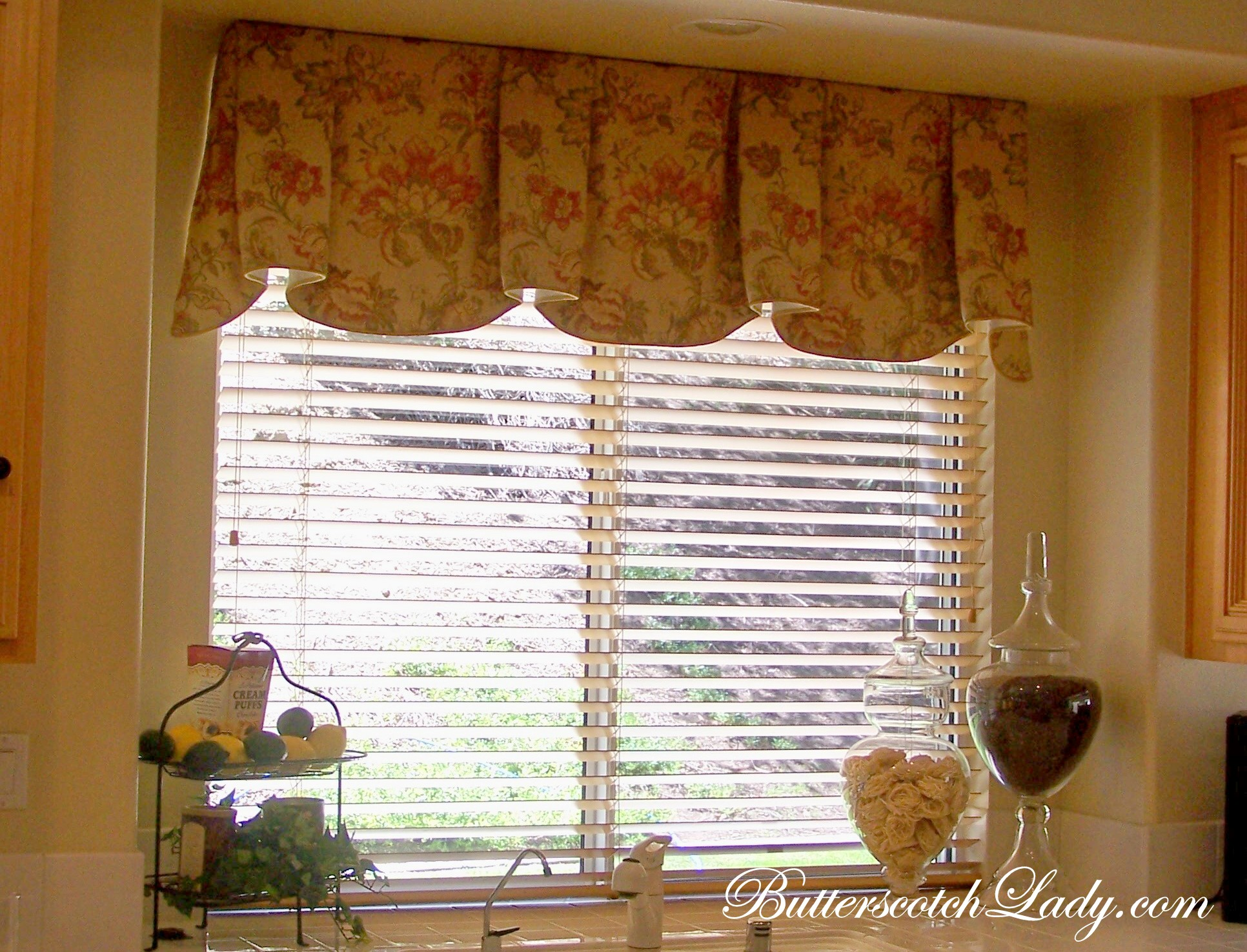 Window treatments butterscotch lady for Kitchen window treatments